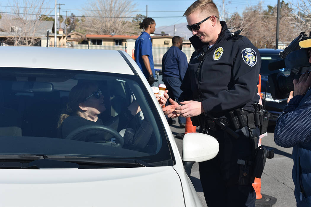 Residentes del Distrito 3 de Las Vegas acudieron a dejar sus medicamentos caducados. Sábado 11 ...