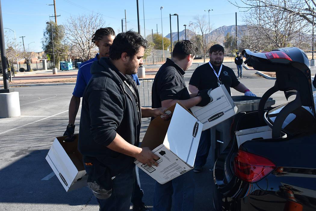 La oficina de la concejal por el Distrito 3 de Las Vegas, Olivia Díaz, realizó una jornada pa ...