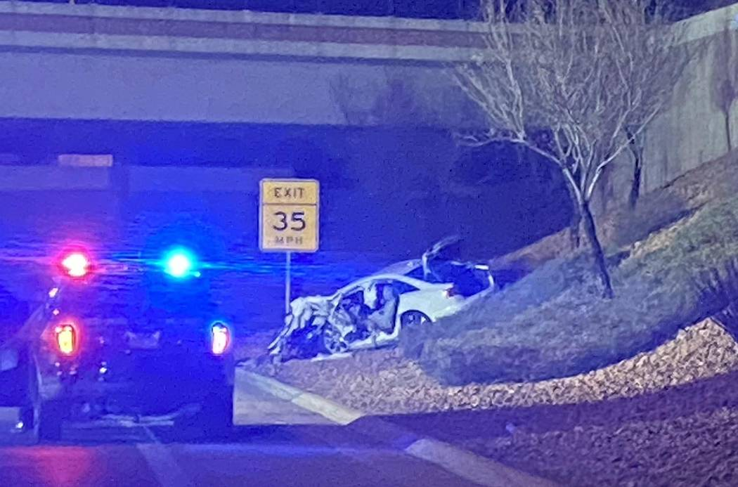 Un hombre que conducía un Audi blanco murió en un accidente en el Airport Connector cerca del ...