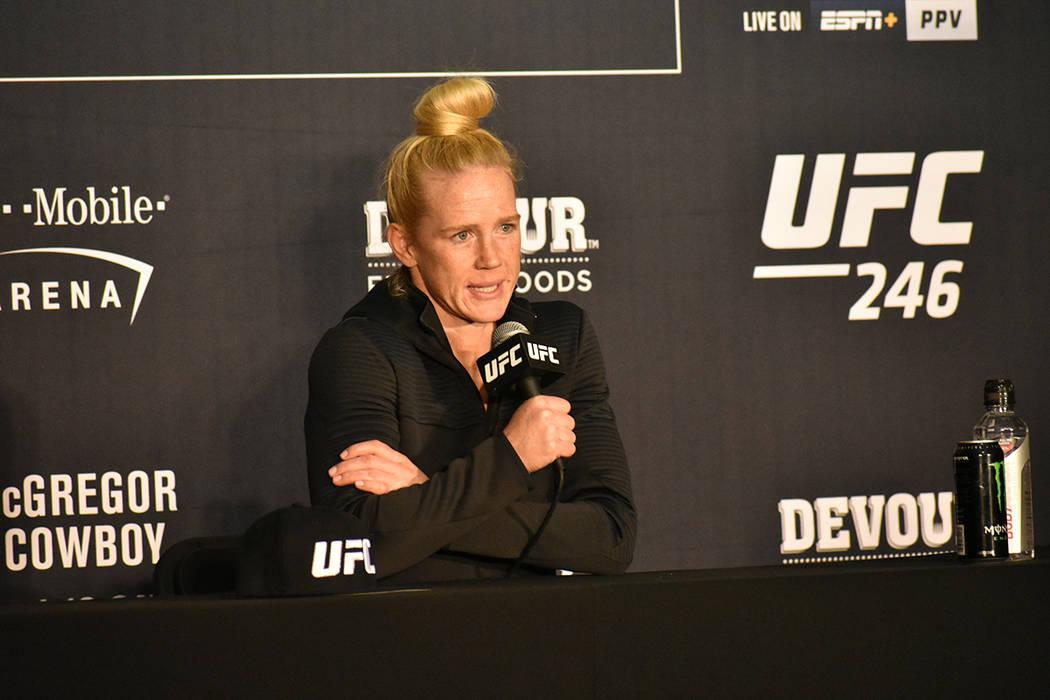 Holly Holm se mostró contenta con su triunfo en UFC 246. Sábado 18 de enero de 2020 en la T-M ...