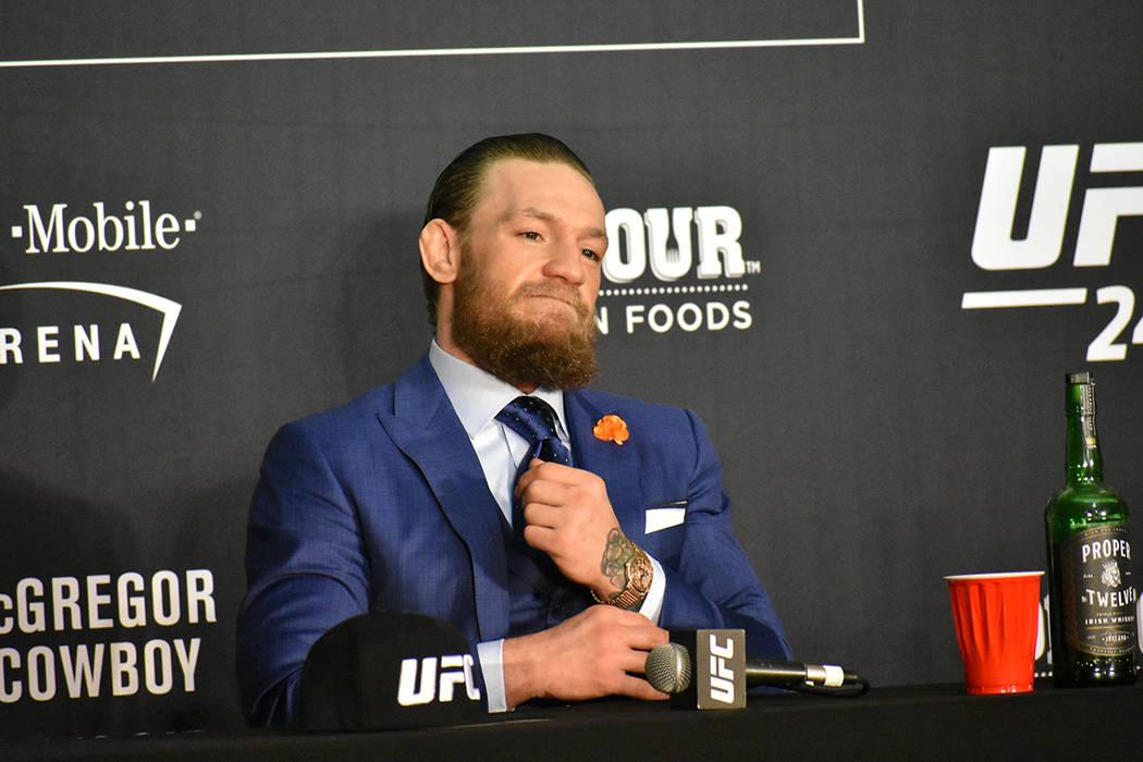 Conor McGregor mostró una actitud mesurada y respondió a todas las preguntas de los medios de ...