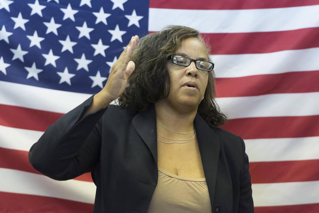 La asambleísta Dina Neal habla durante la apertura de la nueva oficina de campaña de la candi ...