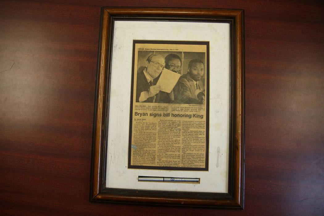 Una plana del periódico propiedad de Wendell P. Williams muestra un reportaje del Las Vegas Re ...