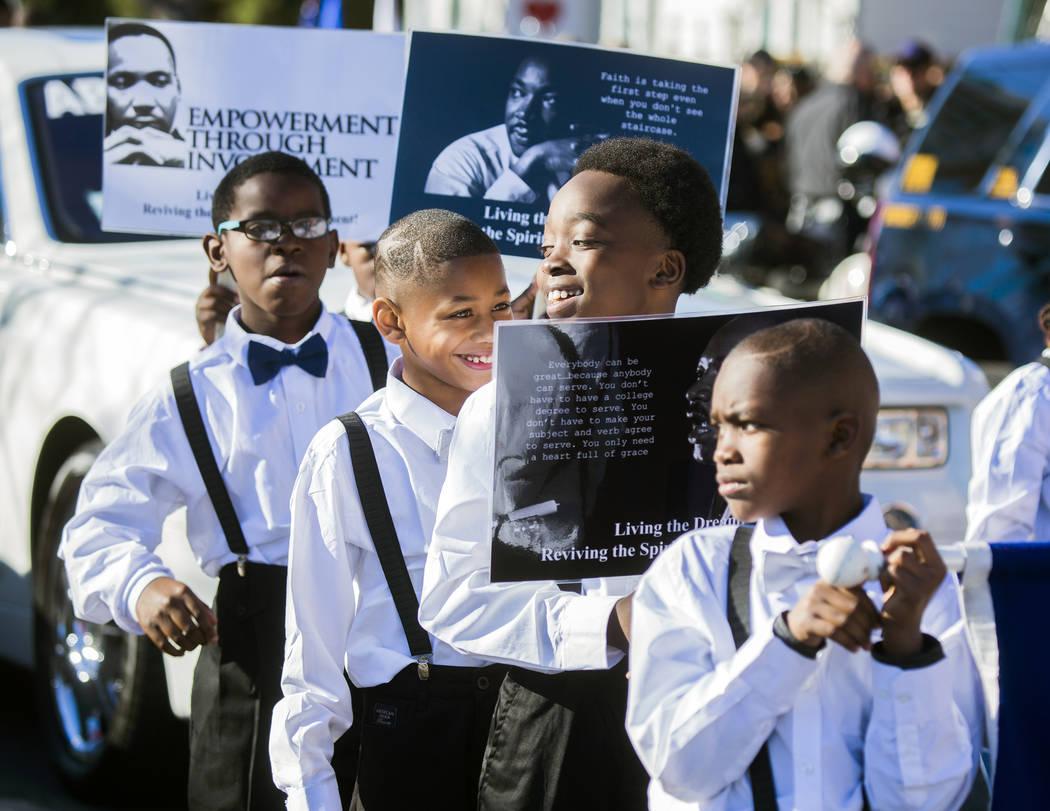 Estudiantes de Wendell Williams Elementary School marchan en el centro de Las Vegas durante el ...