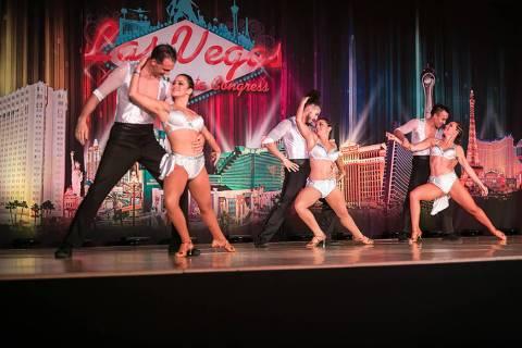 Los Sin City Salseros iniciaron bailando en un taller mecánico prestado para ensayar. Foto cor ...
