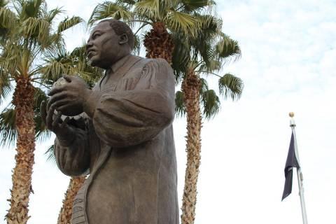 Monumento a Martin Luther King Jr. en la avenida que lleva su nombre. Domingo 19 de enero de 20 ...