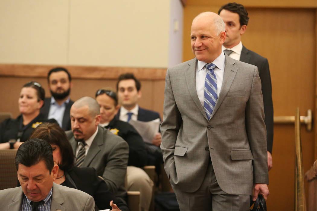 El presidente de los Raiders, Marc Badain, asiste a la reunión de la Comisión del Condado de ...