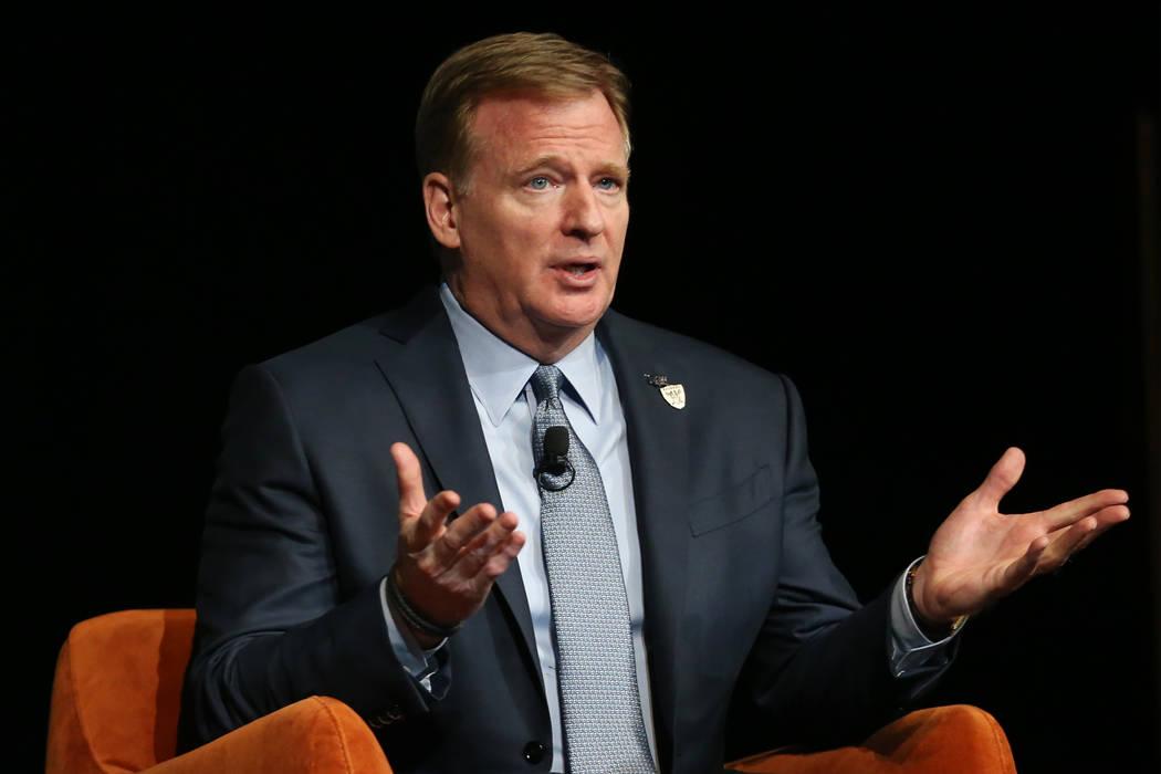 """El comisionado de la NFL, Roger Goodell, habla durante el evento """"Preview"""" de la Cámara de Com ..."""