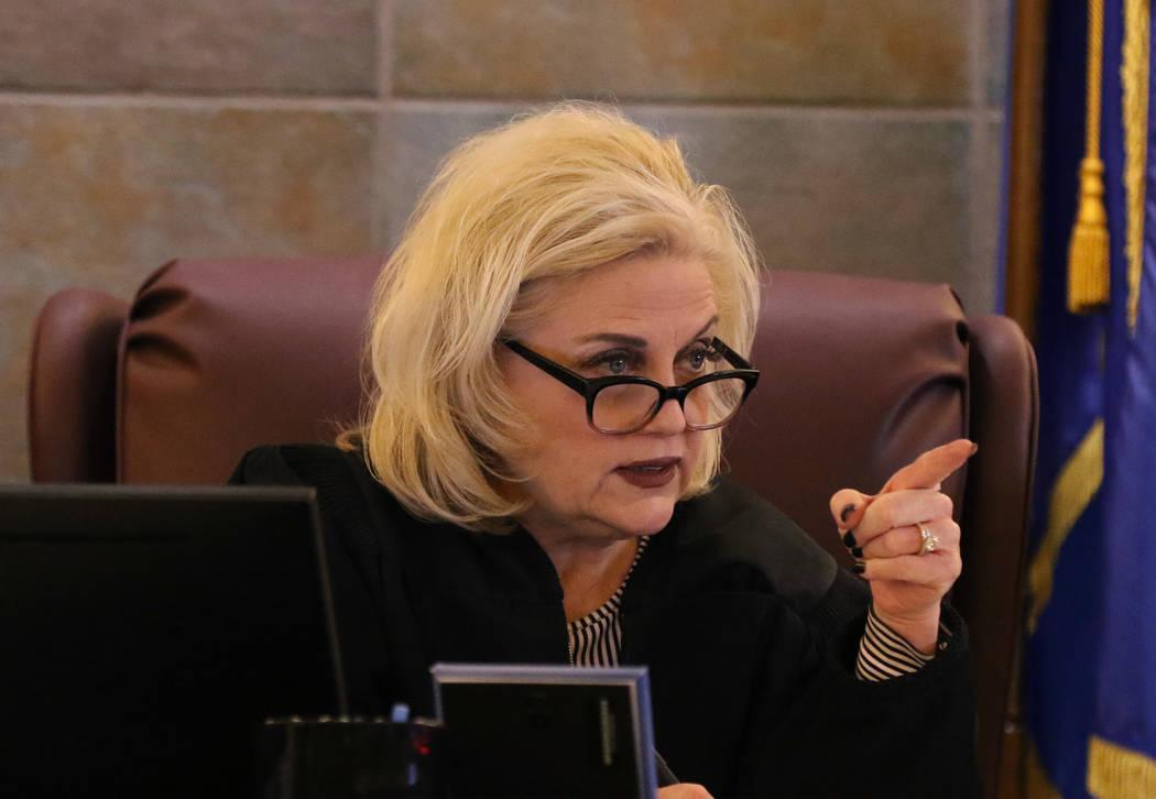 La Jueza Michelle Leavitt preside durante la selección del jurado en el juicio de Ray Charles ...