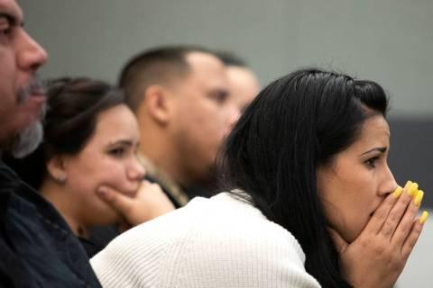 Elaine Vargas, sobrina de Kelly Deanne Kazoon, escucha los alegatos finales en el juicio de Cha ...