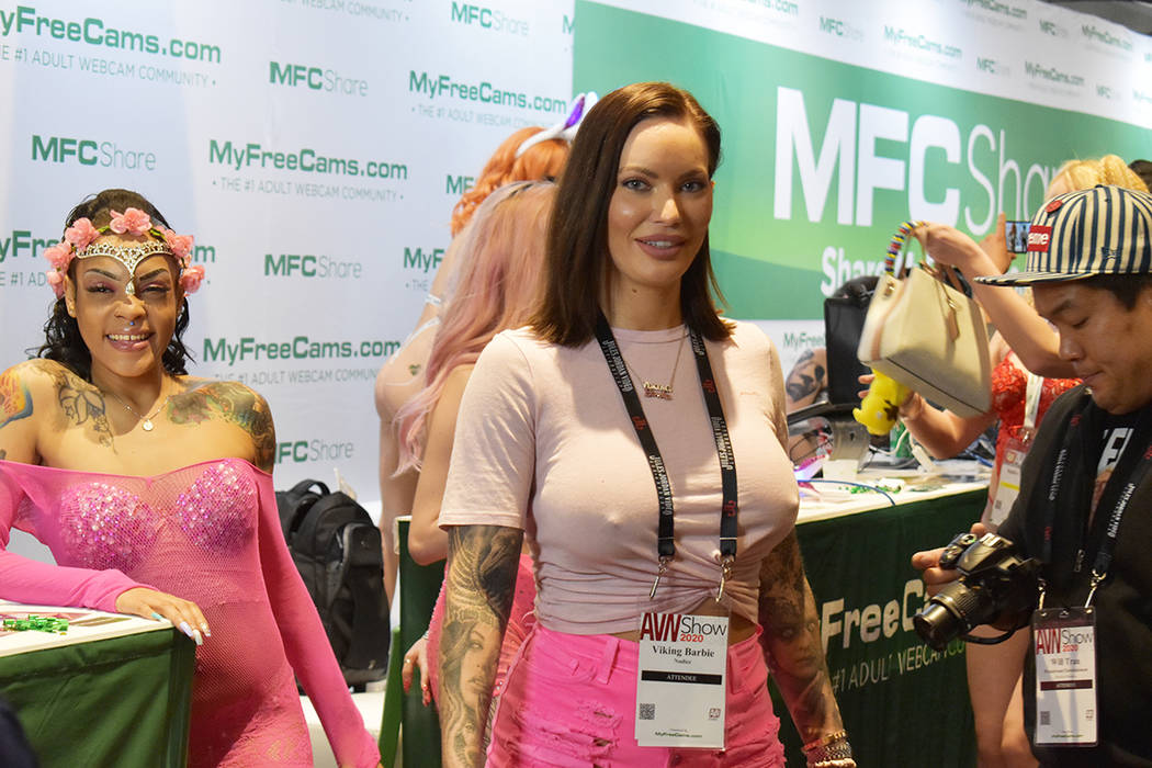 Miles de personas se dieron cita en la Expo del Entretenimiento para Adultos AVN 2020 en Las Ve ...