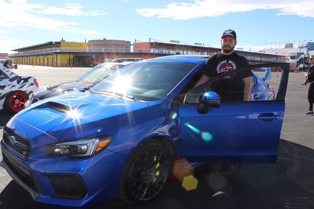 Justin Lara, asistió con amigos de un club de fanáticos a los autos. Domingo 26 de enero de 2 ...