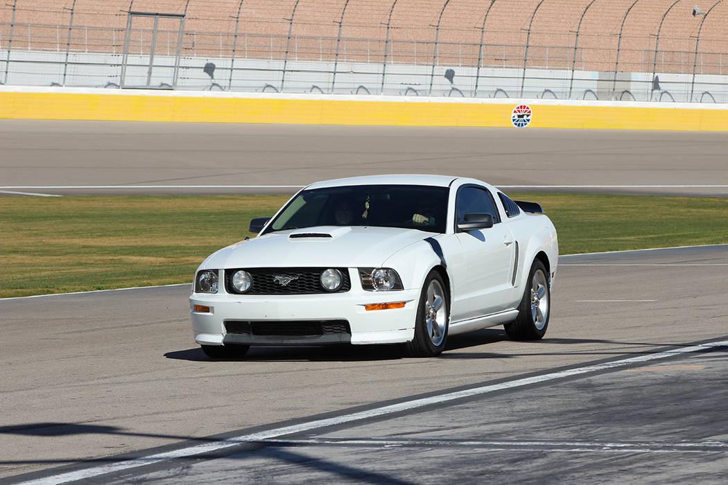 La experiencia incluyo usar la pista del autódromo, foto en el podio y saber que se apoya una ...
