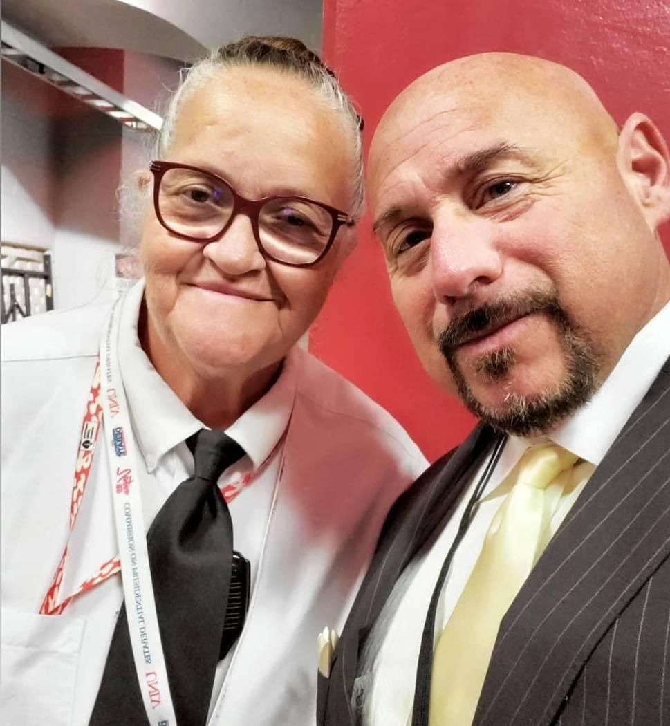 Mary Wilmore (izquierda), aparece con el escritor deportivo de Las Vegas, Willie Ramírez. Reci ...