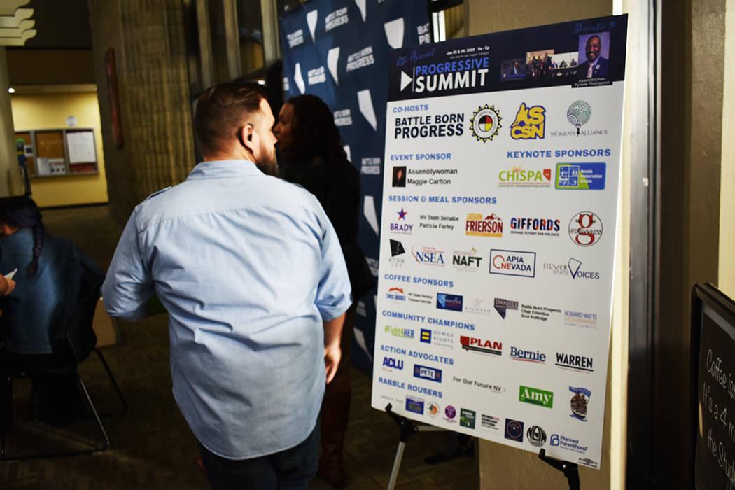 La cumbre contó con una zona donde distintas organizaciones locales atendieron personalmente a ...