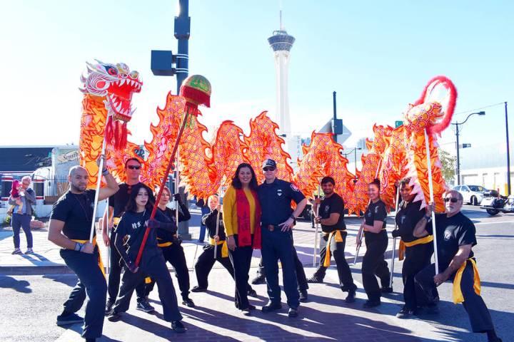 """Dieron la bienvenida al """"Año de la Rata"""" con un colorido desfile anual en el Downtown. Sá ..."""