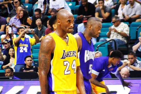 Archivo.- Kobe Bryant se mostró concentrado y alentando a su equipo para intentar obtener el r ...