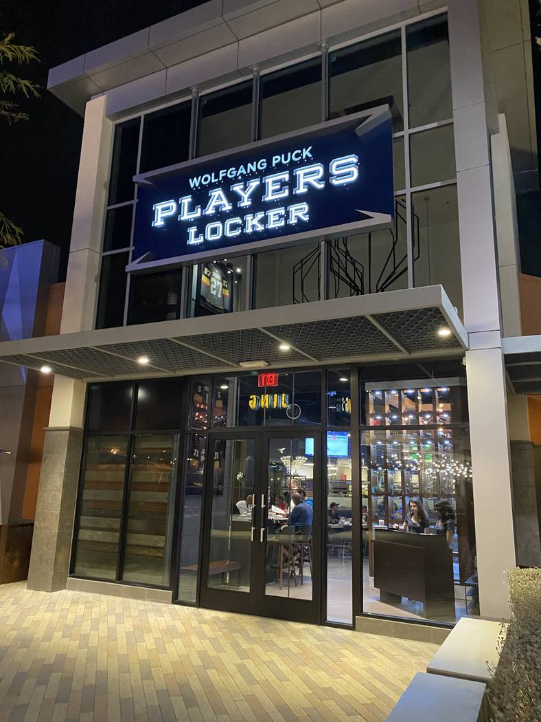 El exterior de Wolfgang Puck Players Locker. (Al Mancini/Las Vegas Review-Journal)