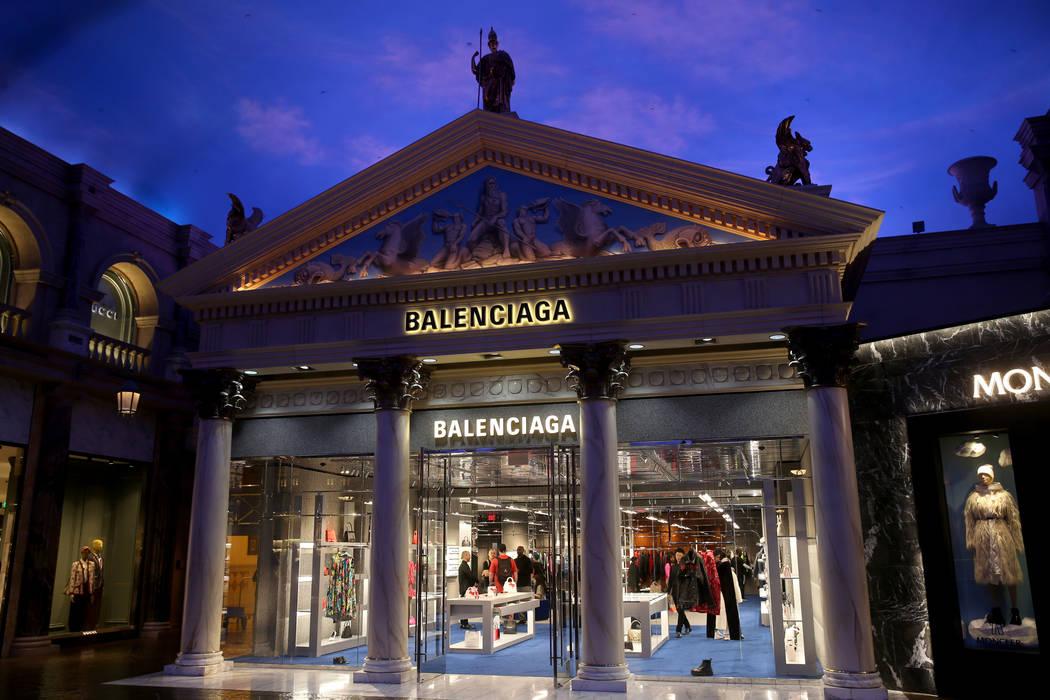 La tienda Balenciaga dentro de Forum Shops en Caesars Las Vegas el lunes, 27 de enero de 2020. ...