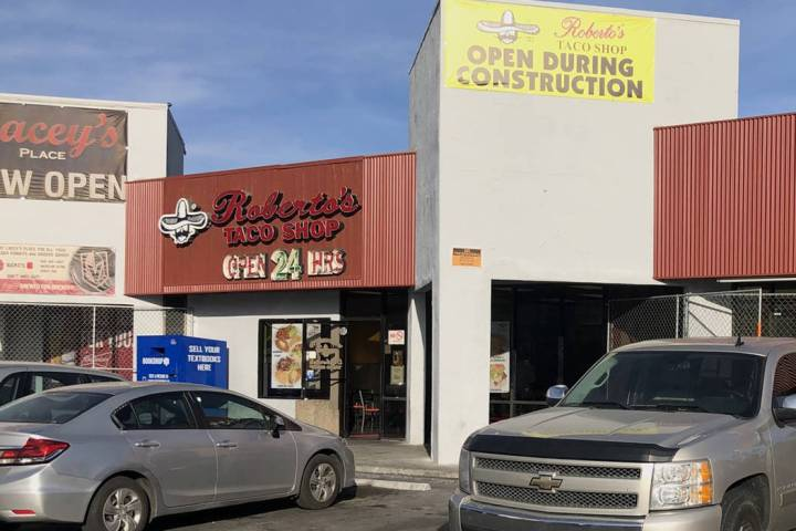 En 1990, Roberto se mudó a Las Vegas y poco después decidió abrir su primer restaurante Robe ...