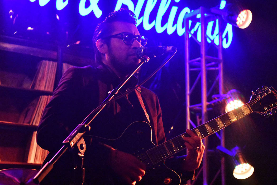 La banda local The Sonz inició con la noche de rock en el centro de Las Vegas. Jueves 30 de en ...