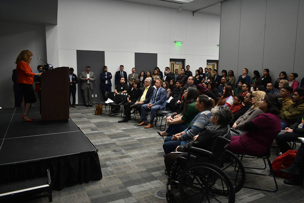 Marta Meana abordó la importancia de apoyar a los estudiantes inmigrantes y a sus familias. Ju ...