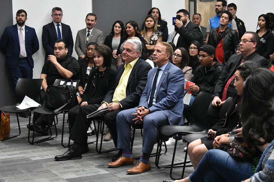 El gobernador de Nevada, Steve Sisolak, reconoció el trabajo realizado por la Clínica de Inmi ...