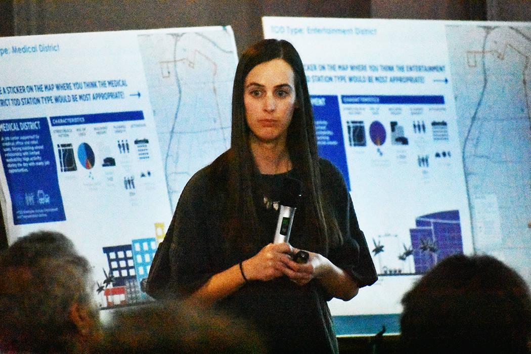 La integrante de la empresa MIG, Elly Brophy, explicó a los asistentes el objetivo del proyect ...