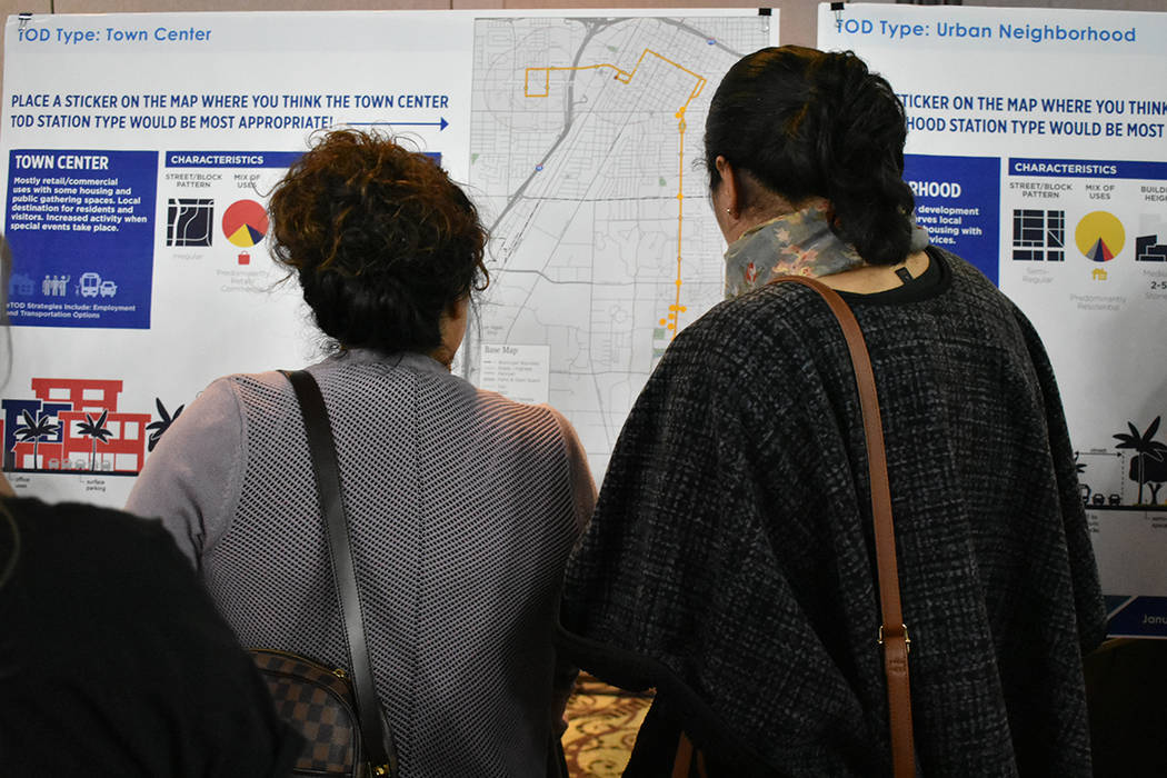 Se llevó a cabo una reunión comunitaria para analizar mejoras al sistema de transporte públi ...
