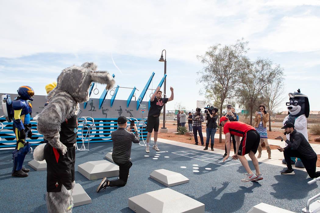 La apertura del Fitness Court tuvo lugar en el parque Familiar Bill Briare. Martes 28 de enero ...