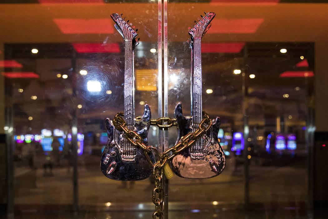 Las puertas del Hard Rock Hotel cerradas en Las Vegas el lunes, 3 de febrero de 2020. La propie ...