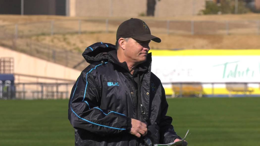 El gerente de Las Vegas Lights, Eric Wynalda, en la práctica en Cashman Field el 3 de febrero ...