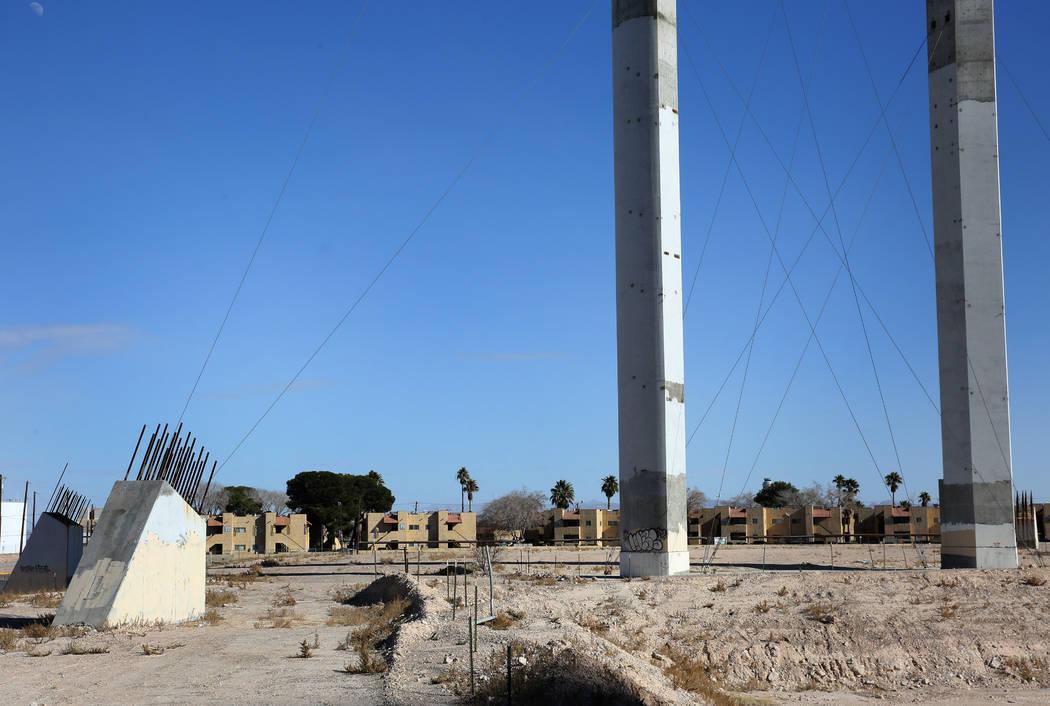 La propiedad del abandonado y parcialmente construido proyecto de rueda de observación SkyVue ...