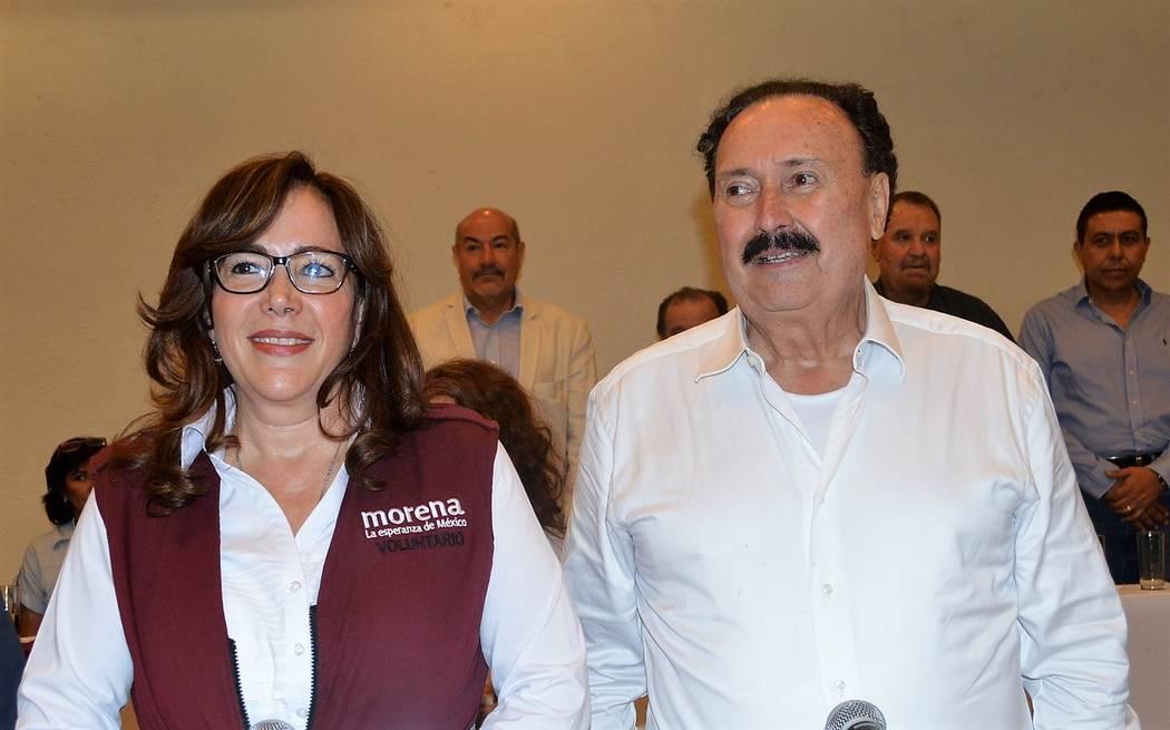"""""""Los empresarios deben velar por el bienestar de sus empleados"""": Enrique Michel (derecha). Foto ..."""