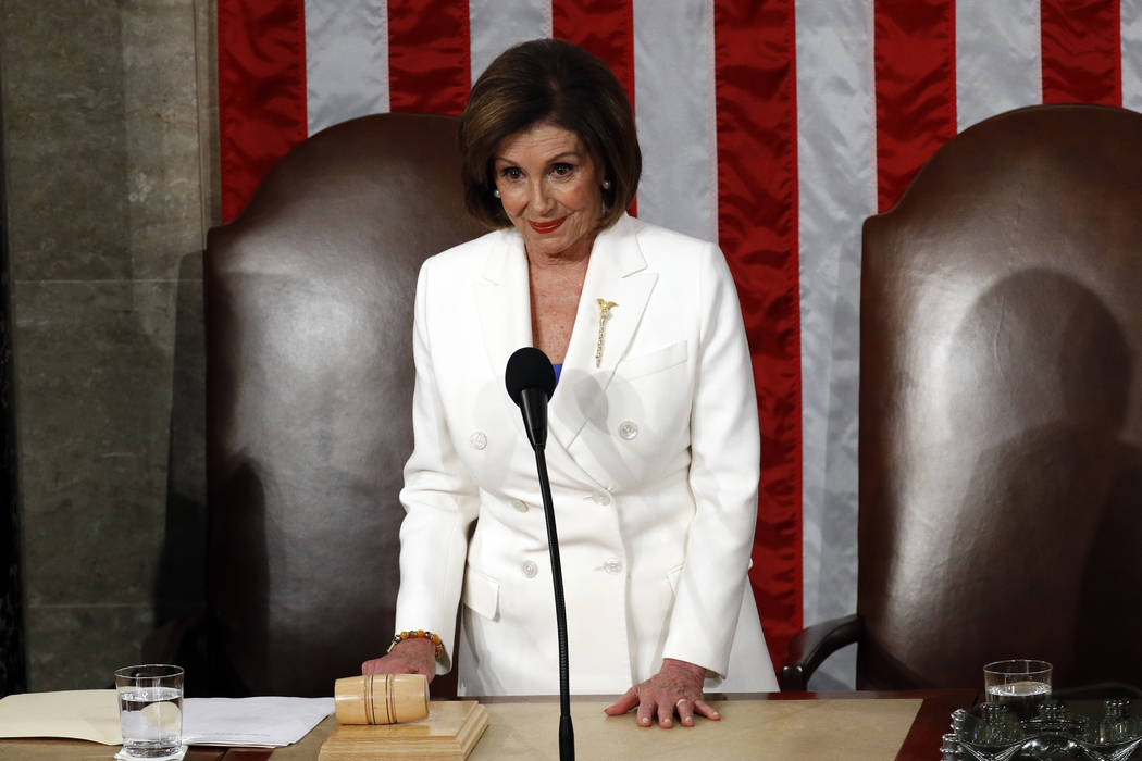 La presidenta de la Cámara de Representantes, Nancy Pelosi de California, espera antes de que ...