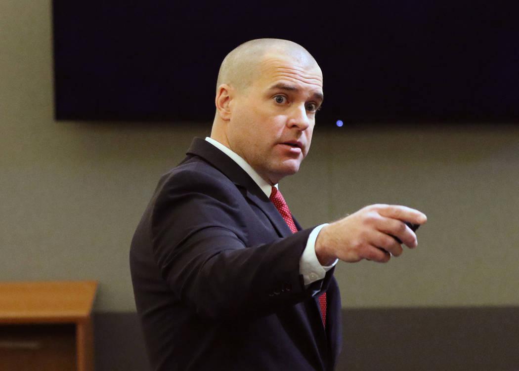 El fiscal John Giordani se dirige al jurado durante la fase de la pena de muerte en el juicio d ...