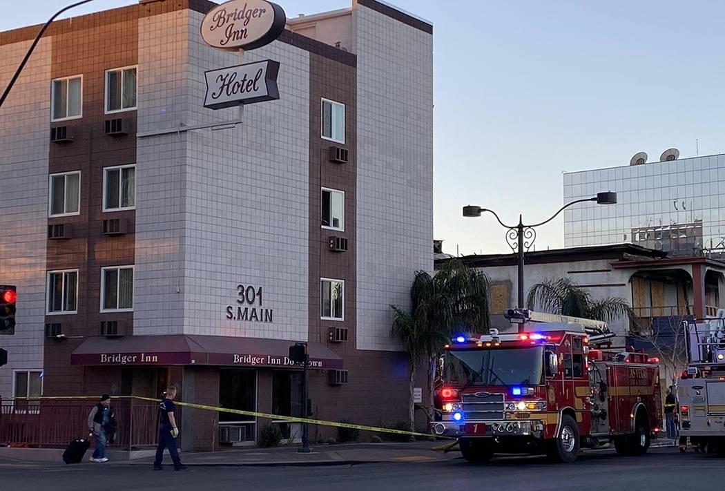 Una persona fue llevada a un hospital con una lesión por quemadura después de un incendio en ...