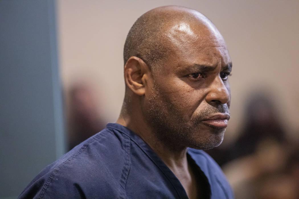 El acusado de asesinato, Gary Walker, se presenta en la corte del Centro Regional de Justicia e ...