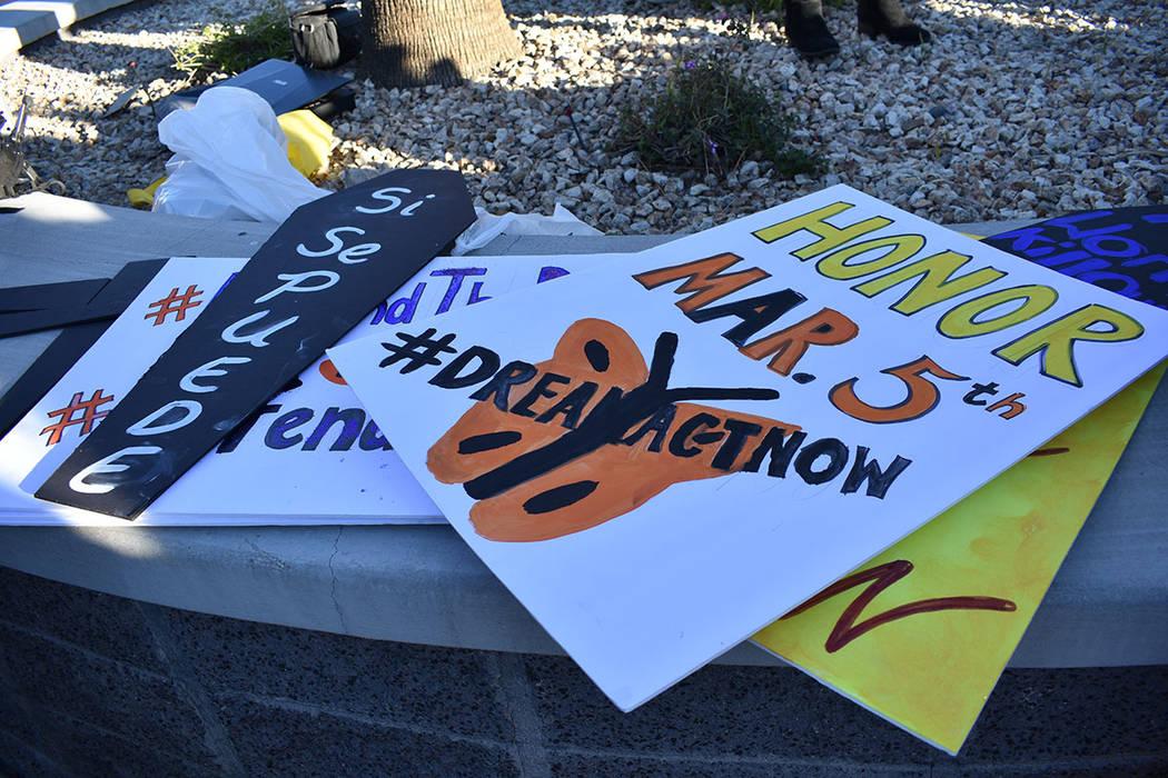 Los manifestantes escribieron algunas cartas en apoyo a los 'dreamers'. Lunes 5 de marzo de ...