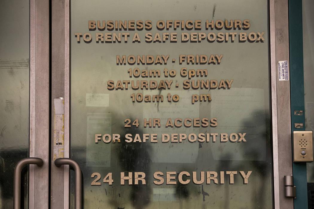 La puerta exterior de 24/7 Private Vaults, que se declaró en bancarrota y cerró en 2014, sigu ...