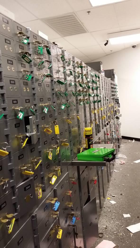 Cajas de seguridad en 24/7 Private Vaults después de que la compañía se declaró en bancarro ...