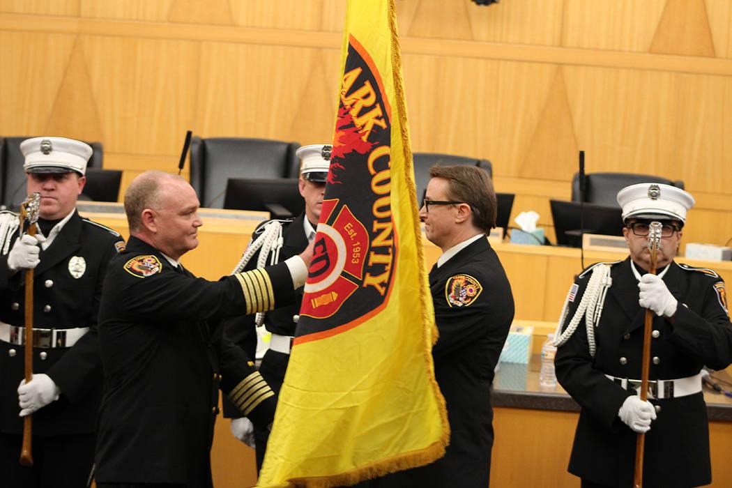 Mientras se realizó la ceremonia, los bomberos estaban en servicio y debían dejar el acto en ...