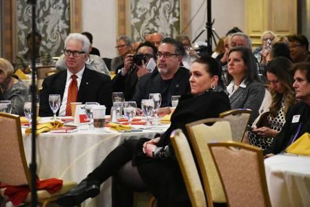 El presidente de la Cámara Latina de Comercio, Peter Guzmán (centro), fue uno de los invitado ...