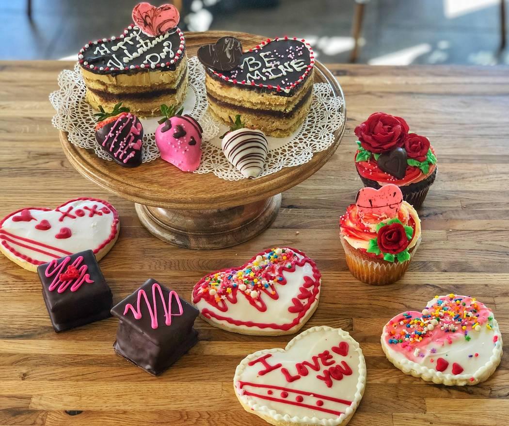 Una selección de bocadillos temáticos de San Valentín en La Belle Terre. (La Belle Terre Bak ...