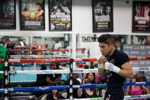 Jessie Vargas durante un evento de entrenamiento mediático en el Mayweather Boxing Club en Las ...