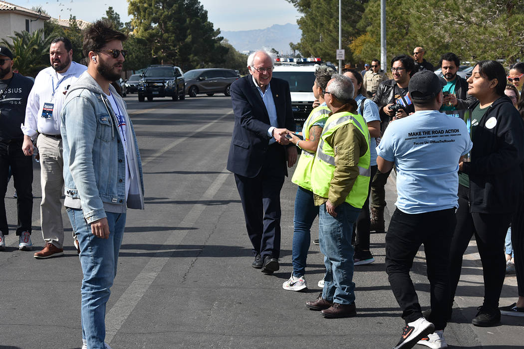 """El senador por Vermont, Bernie Sanders, se sumó a la """"Marcha por los derechos inmigrantes y ..."""