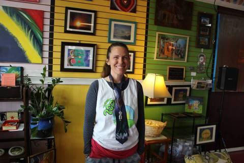 Sam French es fundadora del mercado colectivo y se dedica a fabricar jabones artesanales. Sába ...