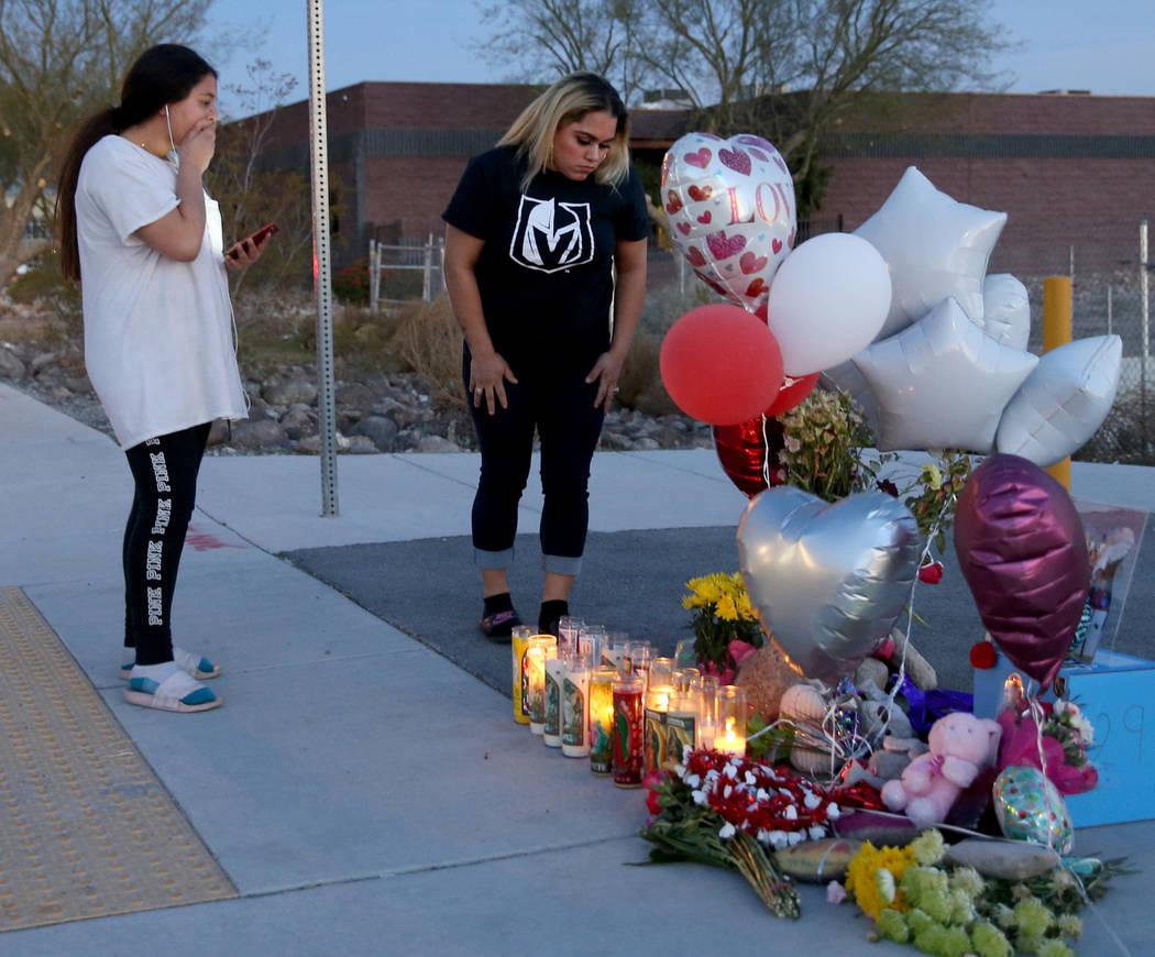 Melany Romero, de 11 años, compañera de un niño de 12 años que murió el viernes tras ser a ...
