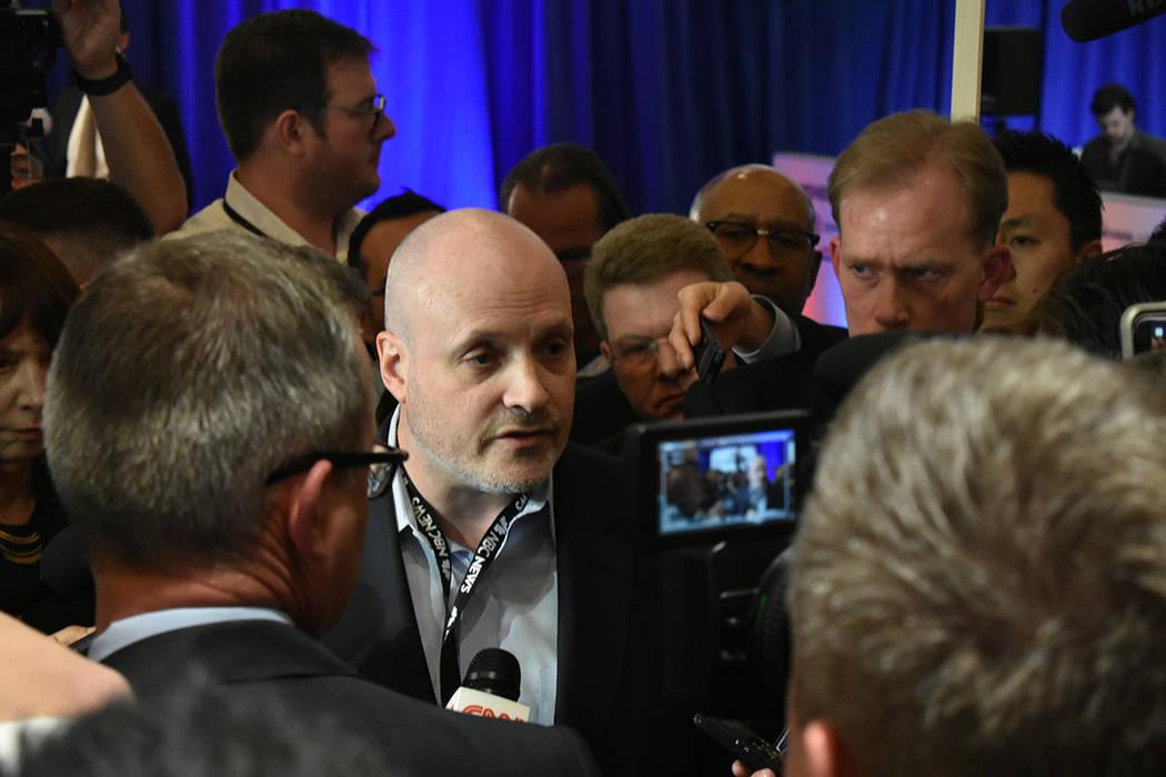 Representantes de campañas atendieron a los medios de comunicación reunidos en la sala de pre ...