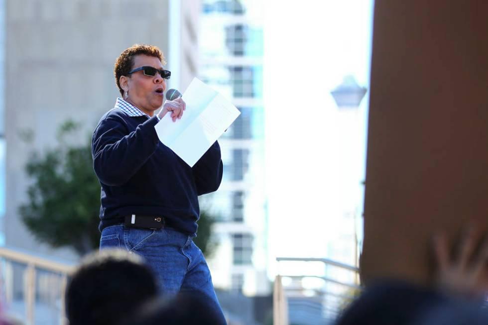 La senadora del estado de Nevada, Pat Spearman, demócrata de North Las Vegas, habla mientras l ...